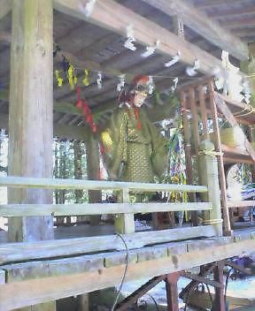 山の神社の春祭り